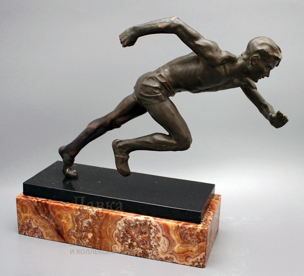 Скульптура «Бегущий спортсмен»
