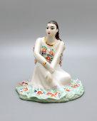 Фарфоровая статуэтка «Земфира сидящая» (Цыганка), скульптор Бржезицкая А. Д., Дулево, 1994 г.