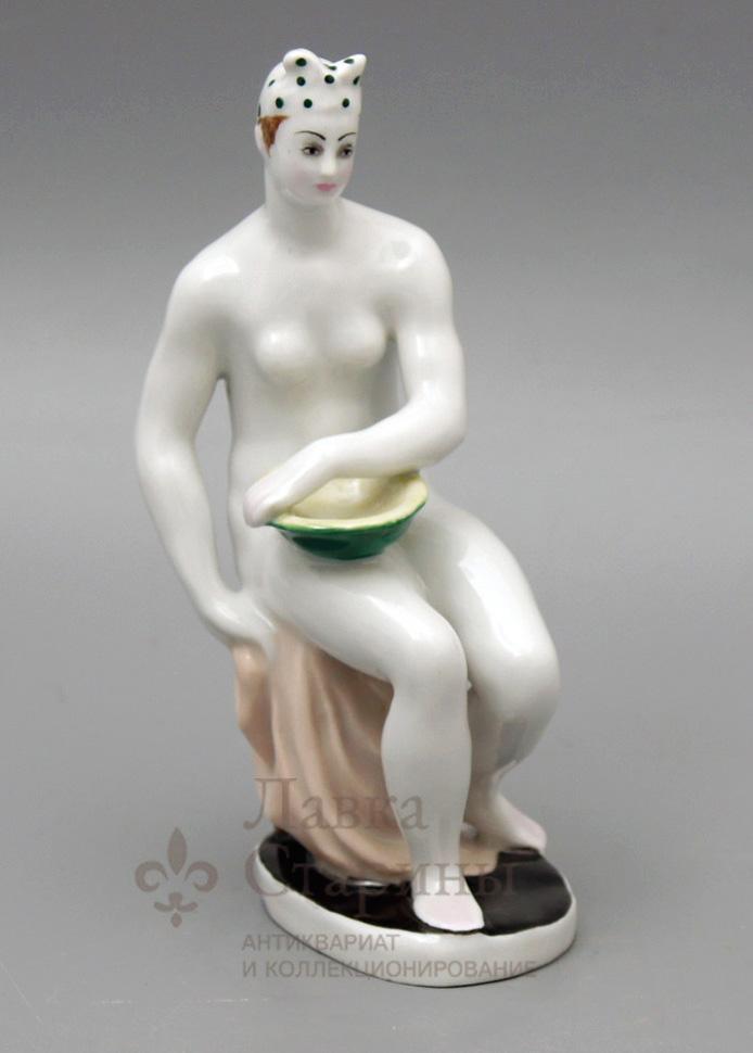 Статуэтка «Купальщица с тазом»